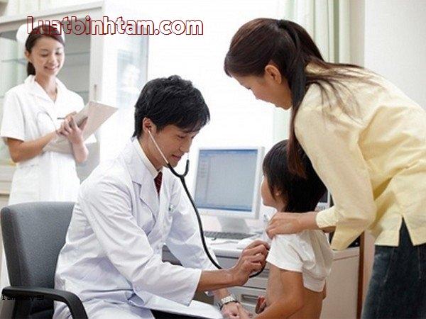 Trẻ em dưới 6 tuổi được miễn phí bảo hiểm y tế nhưng cũng phải khám chữa bệnh đúng tuyến